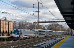 A NJ Transit dual-mode locomotive. Source: flickr user PhillipC